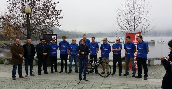 La directora de Turismo de la Xunta, Nava Castro,  presentando la Vuelta Ciclista a España 2016 en el Parque Náutico de Castrelo de Miño, donde se encuentran las pistas de entrenamiento del Cerlac.