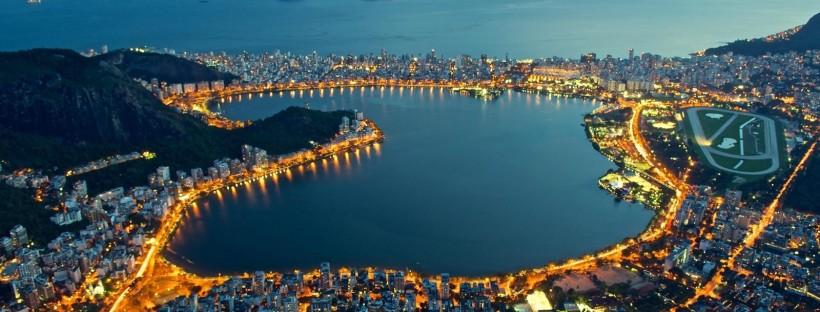 Imagen nocturna de la Lagoa de Freitas, donde se disputarán las pruebas de remo y piraguismo.